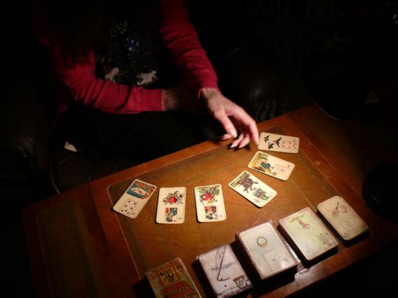 Как научиться гадать на картах таро?