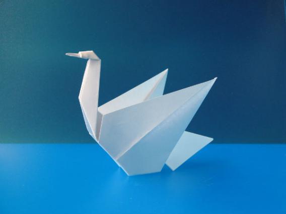 Как сделать оригами лебедя?