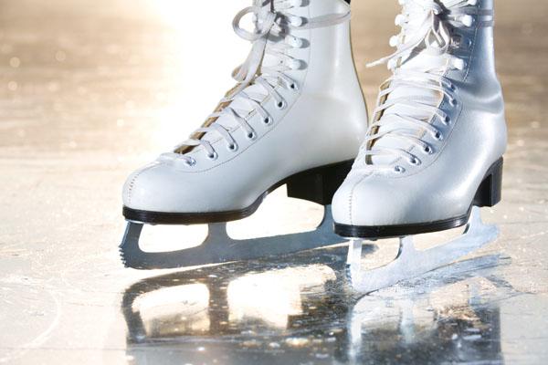 Как научиться кататься на коньках и роликах?