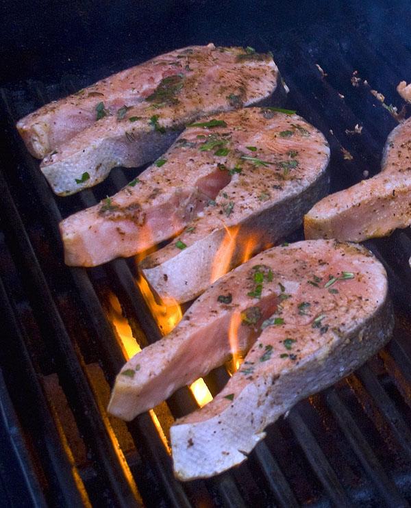 Как готовить стейки из семги?
