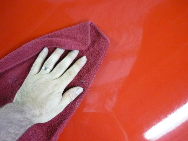 Полировка несколько освежает цвет кузова, а восковое покрытие – защищает