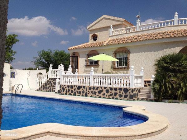 Как эмигрировать в Испанию?